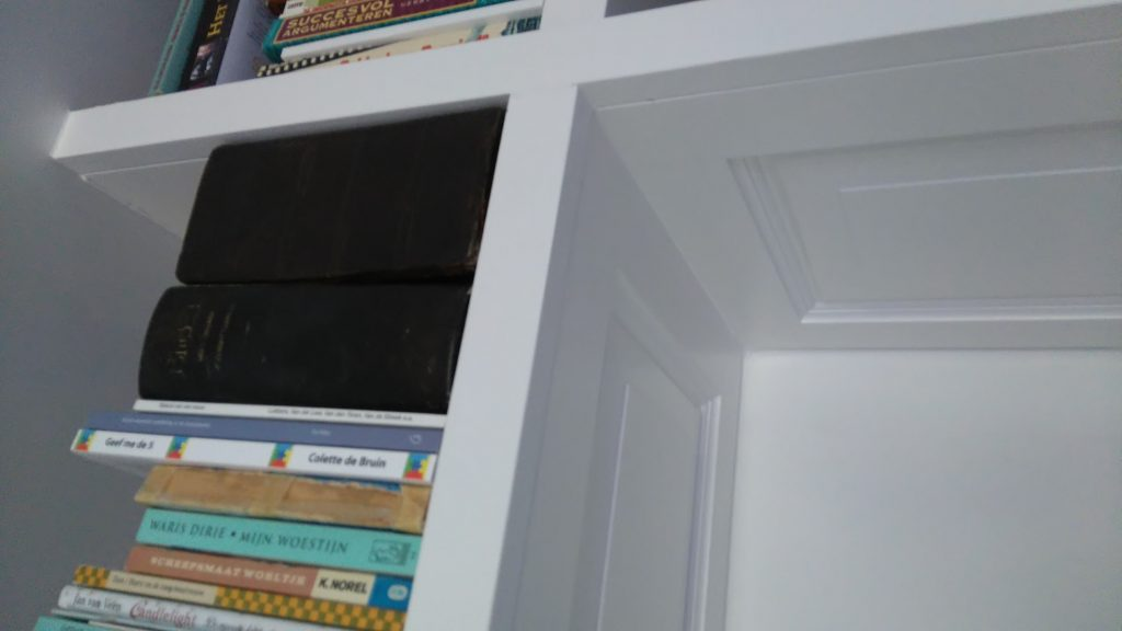 MDF Houten boekenkast rondom eigen bureau